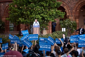 _MG_7934BernieSigns:crowd